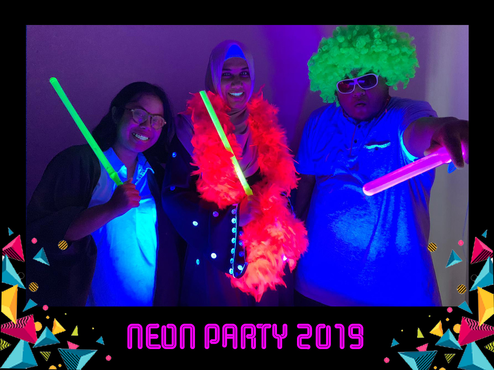 uv glow photo booth